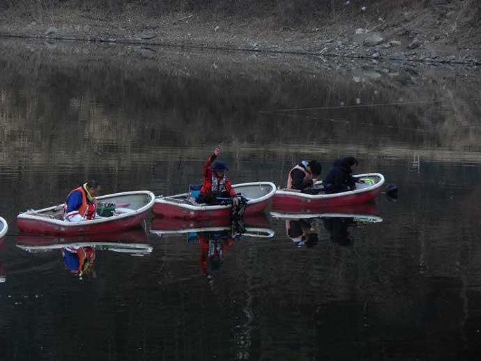 ボートワカサギ釣りで1,007尾 こまめな誘いとエサ替えが吉【精進湖】