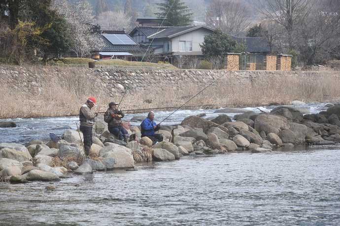 解禁日の河川で渓流エサ釣り満喫 午前だけでアマゴ23匹【岡山】