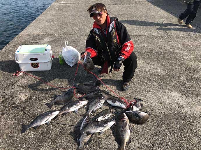 沖波止チヌフカセ釣りで本命15匹 半遊動仕掛けで速潮攻略【垂水一文字】
