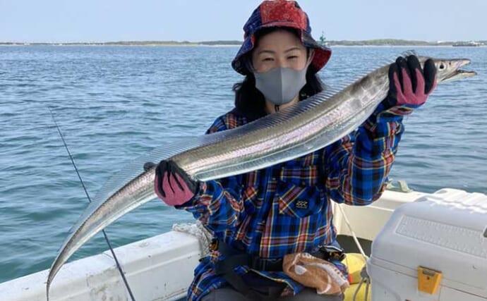 春の『ライトテンヤ』タチウオ釣りでドラゴン級浮上に笑顔【博多湾】
