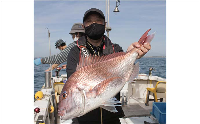 鷹巣沖で『完全フカセ釣り』解禁 70cm超えマダイラッシュ【福井】