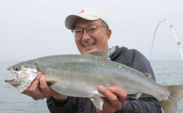 琵琶湖の『ビワマス』トローリング最盛期で良型連発【ダブハンド・F】