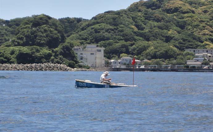 ボート釣りで良型アジ 単発ながらくれば尺超え【神奈川・斉田ボート店】