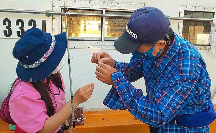 船釣り初挑戦者にキス釣り指南 コツをつかんで47匹【すずえい丸】