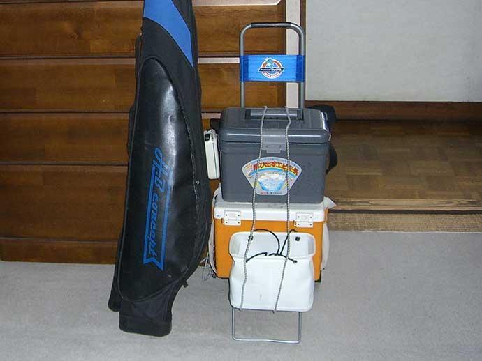 今さら聞けない「沖波止・沖堤防」釣りの基本:必携釣行グッズと荷物量