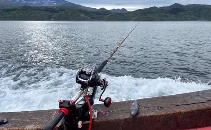 流氷から目覚めたオホーツク海で「ホッケ釣り」 大型クーラー満タンに