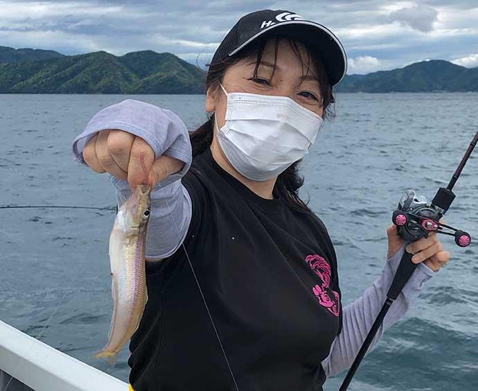 ボートキス釣りで良型 スローに誘う拾い釣りで土産確保【福井・林渡船】