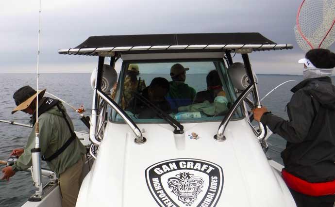 レイクトローリングでビワマス爆釣 ルアー&タナの選定が的中【琵琶湖】