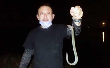 ウナギ釣りで50cm頭に2尾 「ドバミミズ」エサにヒット【熊本・浜戸川】
