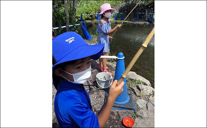 手ぶらOKの「ニジマス釣り体験」を子供と満喫 釣魚の炭火焼きに舌鼓