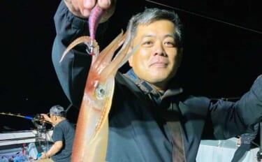 【福岡・大分】夜焚きイカ最新釣果 パラソル級交じりで釣る人250匹超え