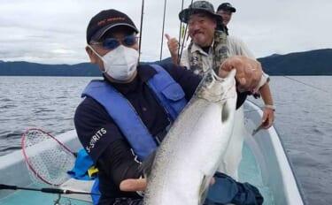 トラウト釣りの新潮流『レイクジギング』で50cm頭にイワナ&サクラマス
